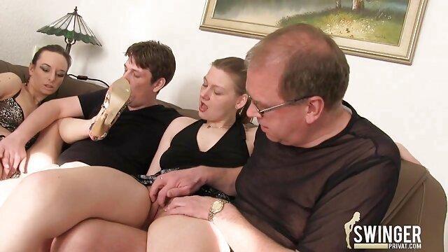 お尻の金髪で 女性 が 見る エッチ ビデオ